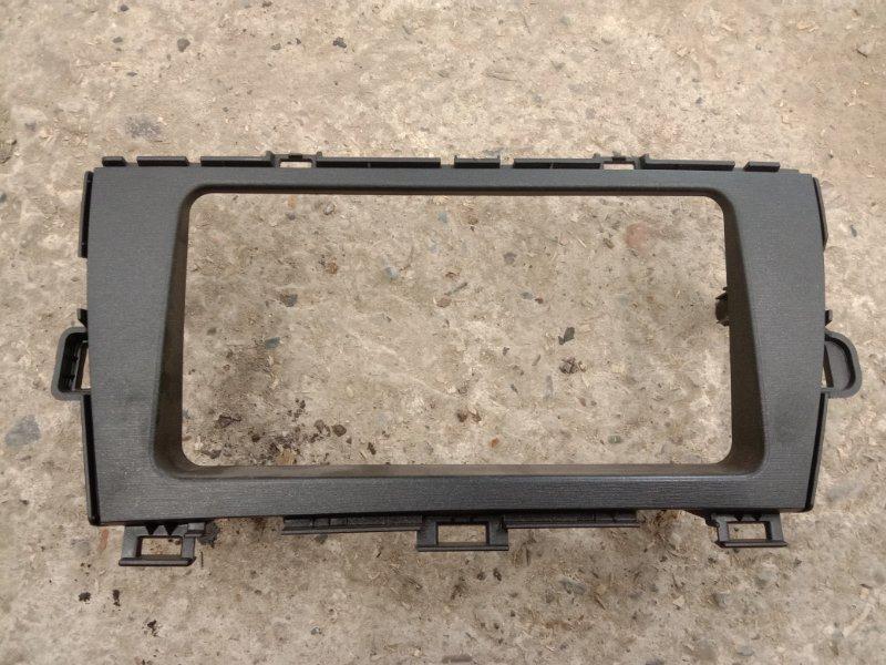 Рамка магнитофона Toyota Prius ZVW30 2ZR-FXE 2011