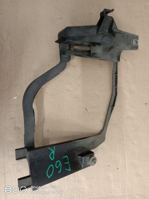 Клипса крепления фары Bmw 5-Series E60 M54B30 2005 правая
