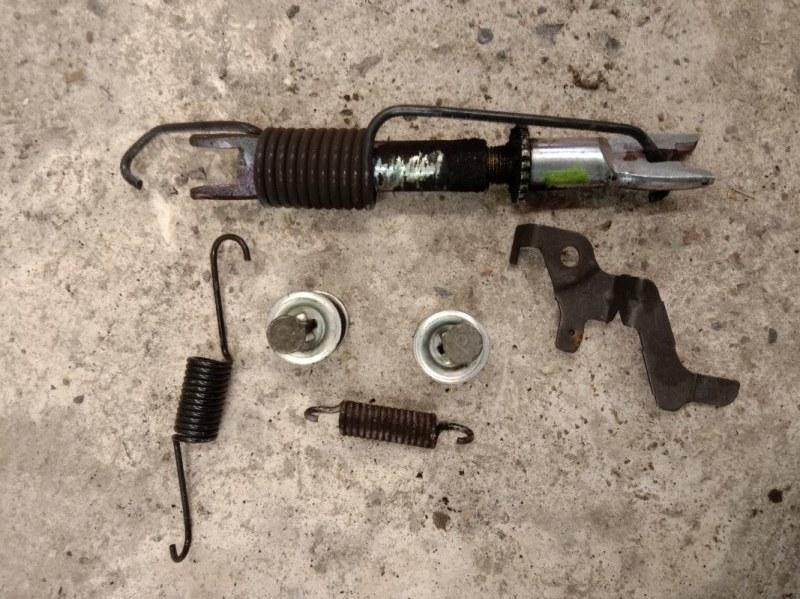 Механизм ручника Toyota Corolla Fielder NZE141 1NZ-FE 2007