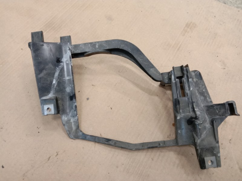 Клипса крепления фары Bmw 5-Series E60 N52B25 2006 левая
