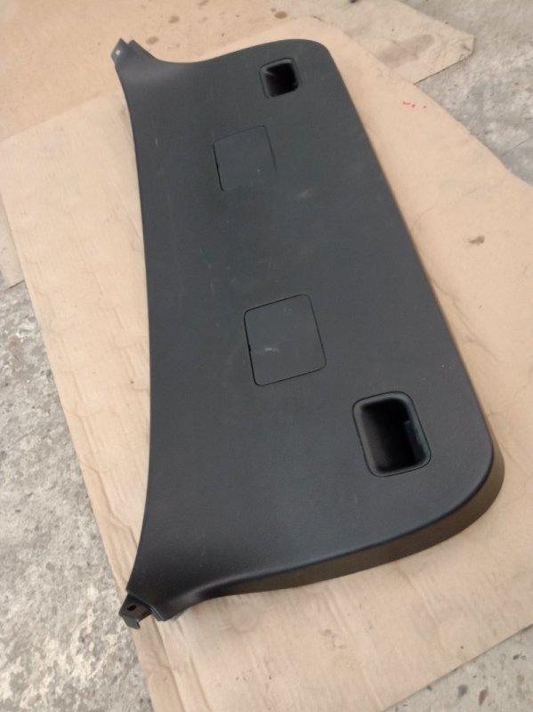 Обшивка крышки багажника Toyota Corolla Runx ZZE122 1ZZ-FE 2003