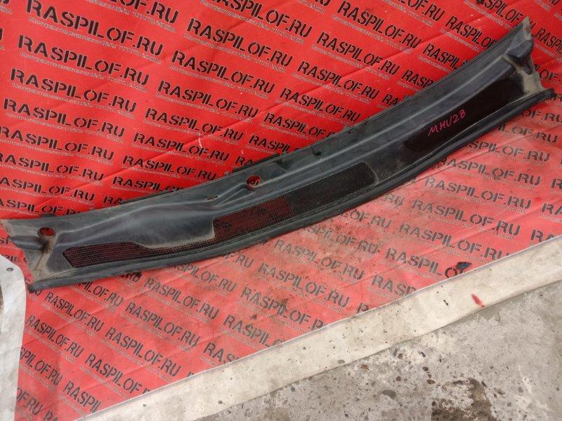 Решетка под дворники ( жабо) Toyota Kluger MHU28W 3MZ-FE 2006