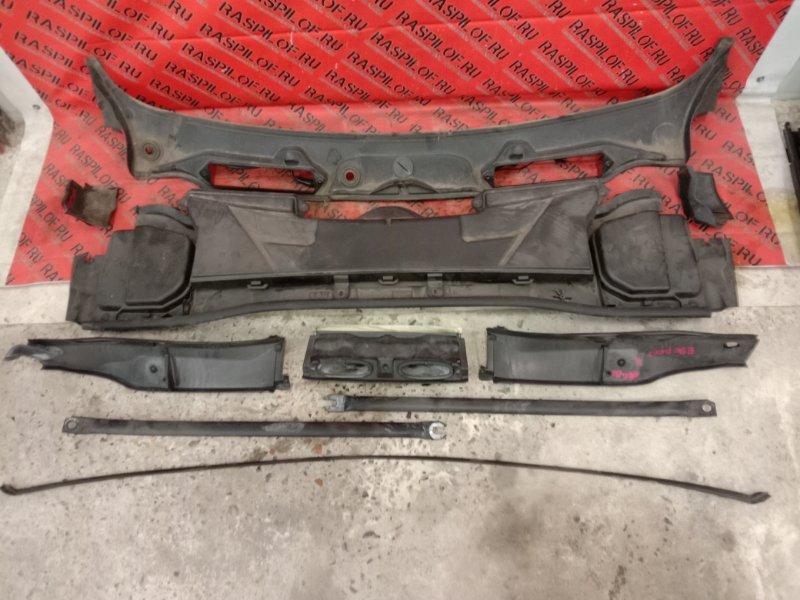 Решетка под дворники ( жабо) Bmw 3-Series E90 N46B20 2009
