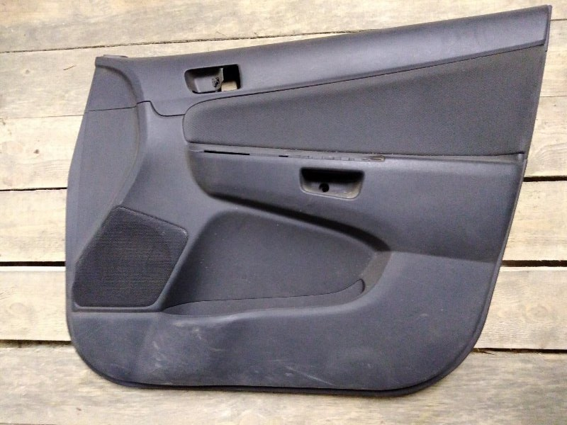 Обшивка двери Toyota Wish ZNE10 1ZZ-FE 2003 передняя правая