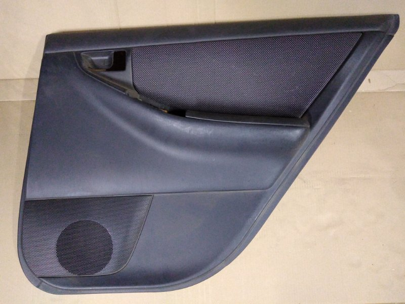 Обшивка двери Toyota Corolla Runx ZZE123 2ZZ-GE 2001 задняя правая