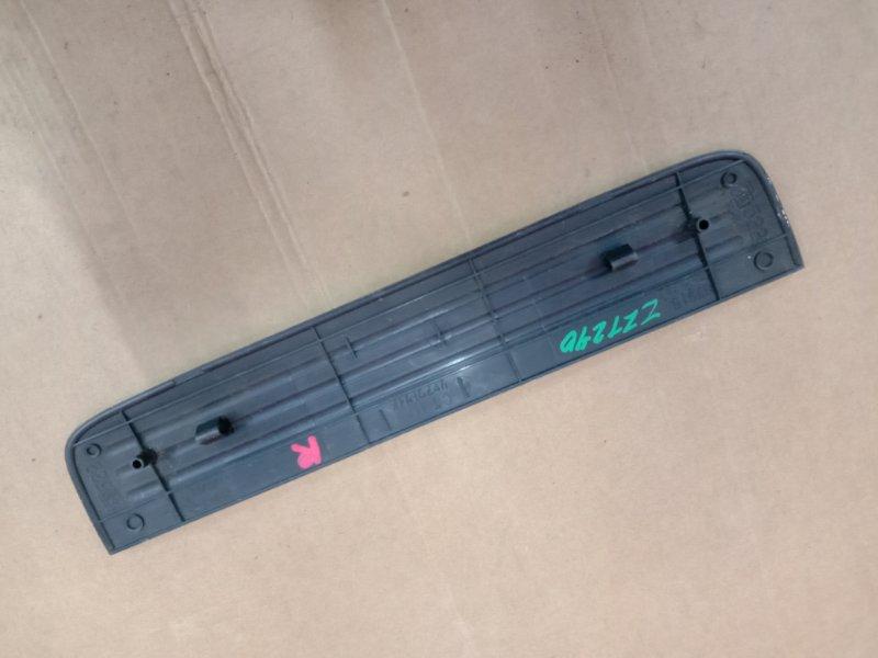 Накладка на порог Toyota Premio ZZT240 1ZZ-FE 2003 задняя правая