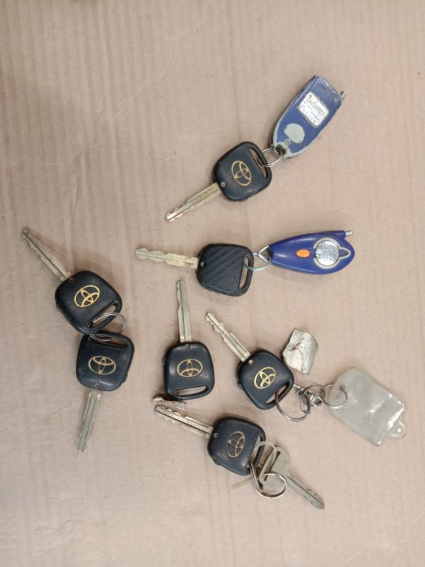 Ключ Toyota Corolla NZE121 1NZ-FE 2001
