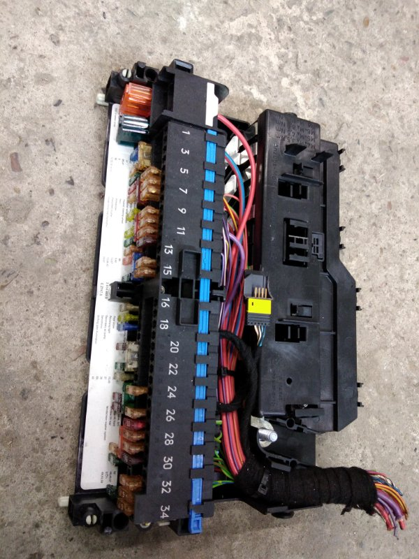 Блок реле и предохранителей Bmw X3 - Series E83 M54B30 2005