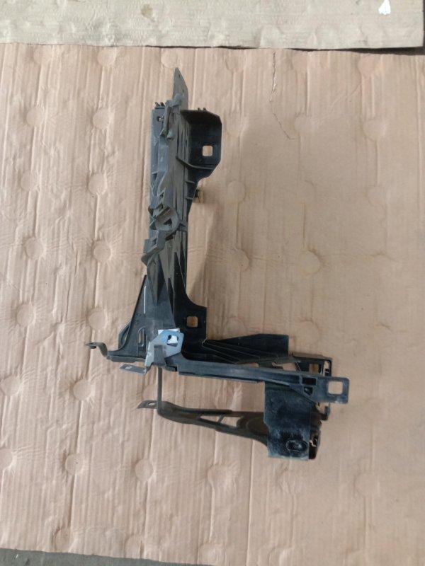 Клипса крепления фары Bmw 5-Series F 10 N52B30A 2010 правая