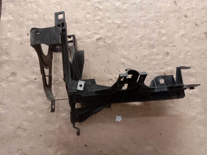 Клипса крепления фары Bmw 5-Series F 10 N52B30A 2010 левая