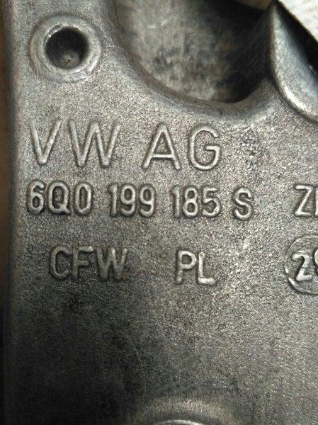 Кронштейн двигателя Skoda Fabia 5J2 CGPA 2010 правый
