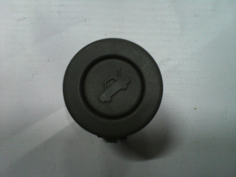 Кнопка открывания багажника Chevrolet Lacetti 2003