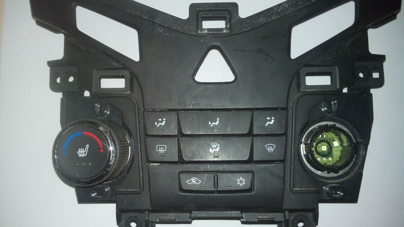 Блок управления климатической установкой Chevrolet Cruze XUFJA696JB3 F16D3 2009