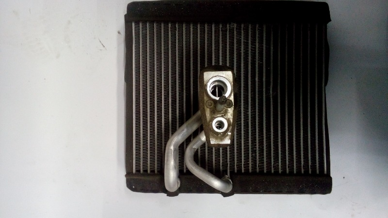 Радиатор кондиционера (конденсер) Chevrolet Cruze XUFJA696JB3 F16D3 2009