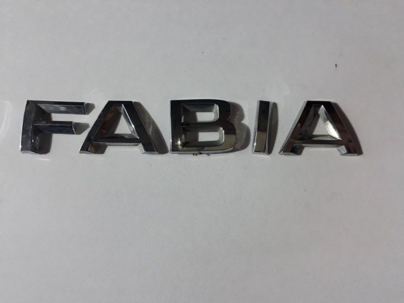 Эмблема на крышку багажника Skoda Fabia 5J2 CGPA 2010 задняя