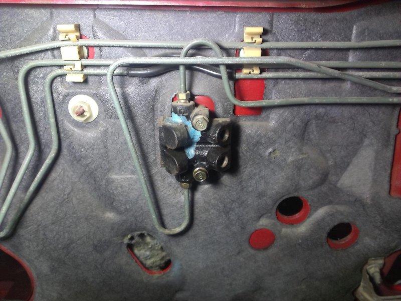 Тройник тормозных трубок Mazda Festiva BJ