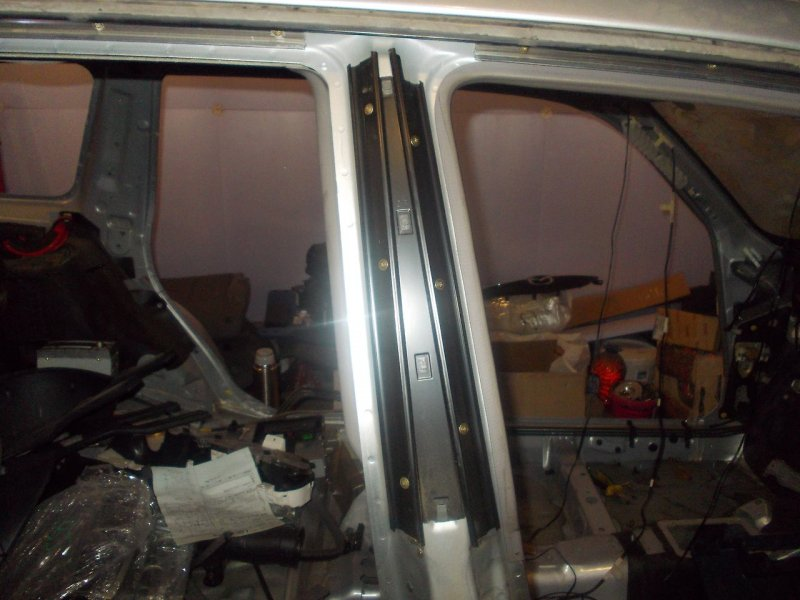 Накладка центральной стойки Subaru Forester SG5 правая