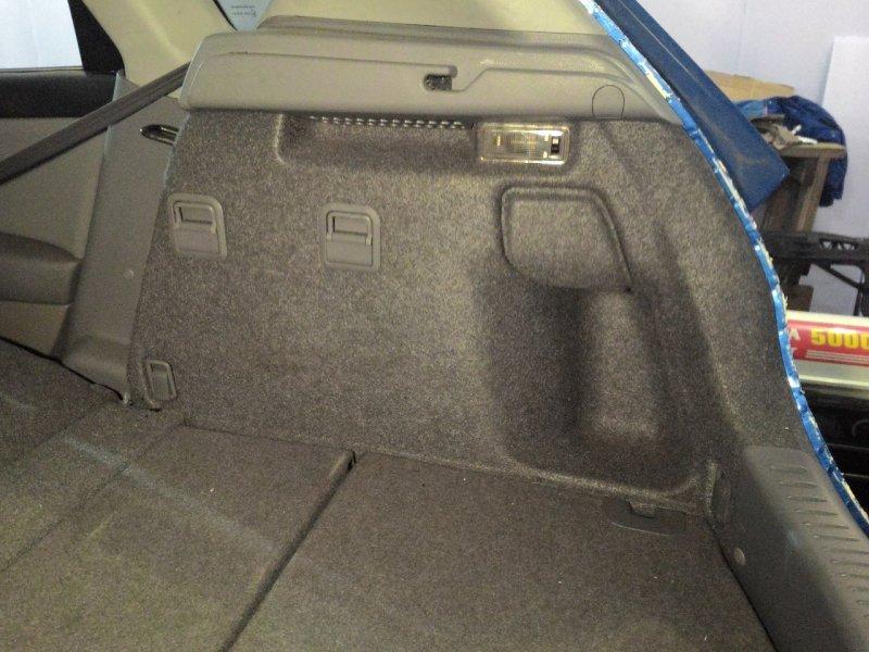 Обшивка багажника Mazda Axela BK3P правая
