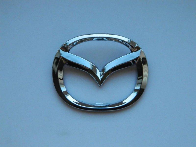 Эмблема багажника Mazda Familia BJEP