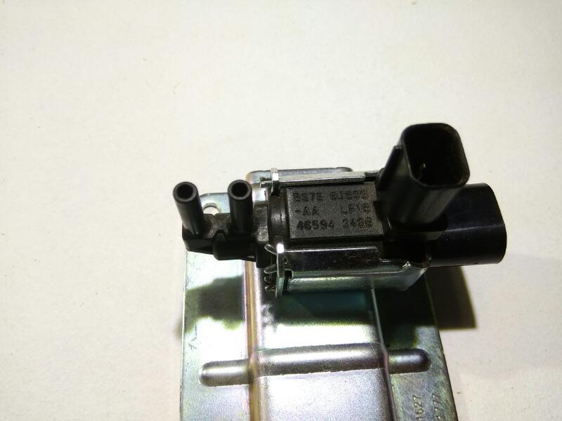 Клапан воздушный Mazda Focus CB4 LFVDS