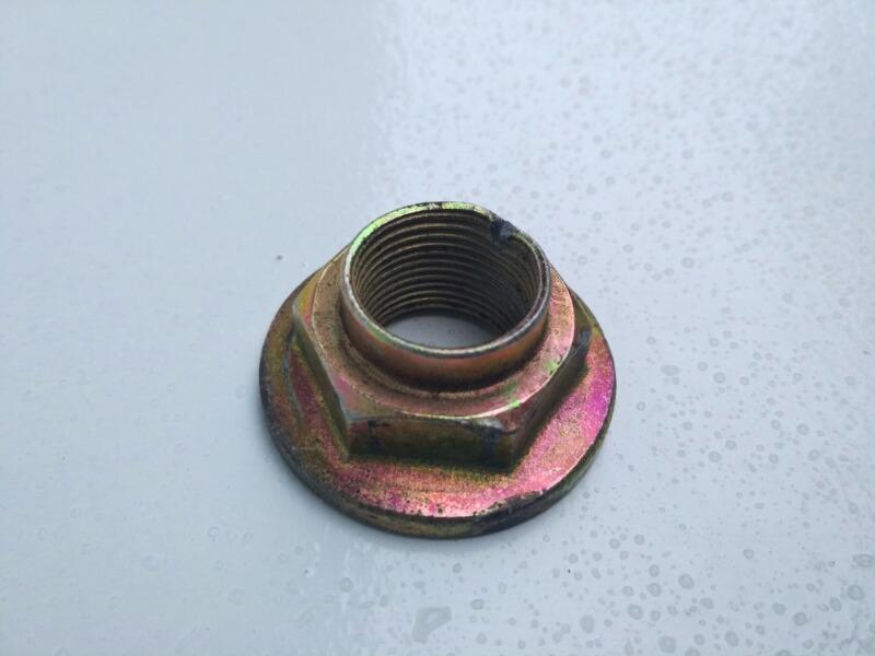Гайка ступичная привода Mazda Familia BJ5P