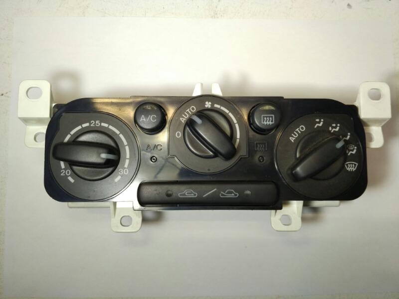 Блок управления климат-контролем Mazda Laser BJ