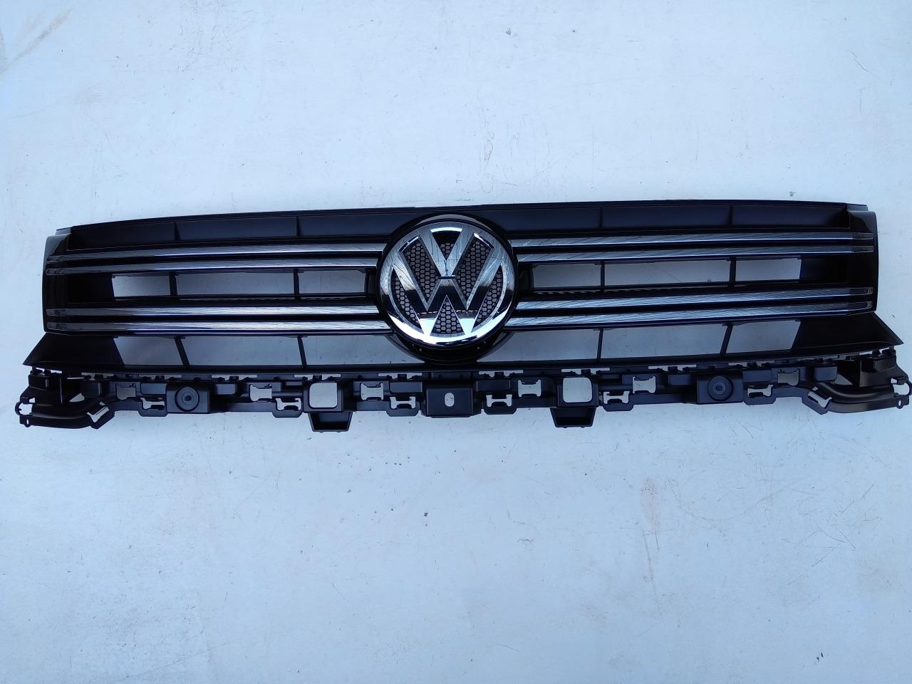 Решетка радиатора Volkswagen Tiguan 5N1