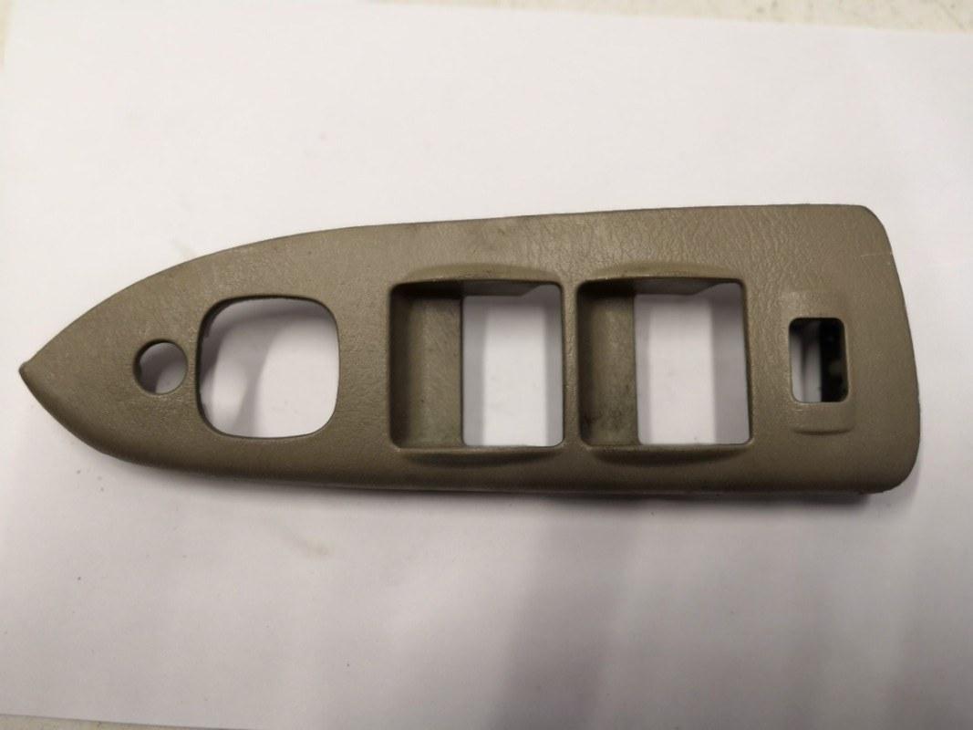 Накладка кнопок стеклоподъемника Mazda Familia BJ 1998 передняя правая