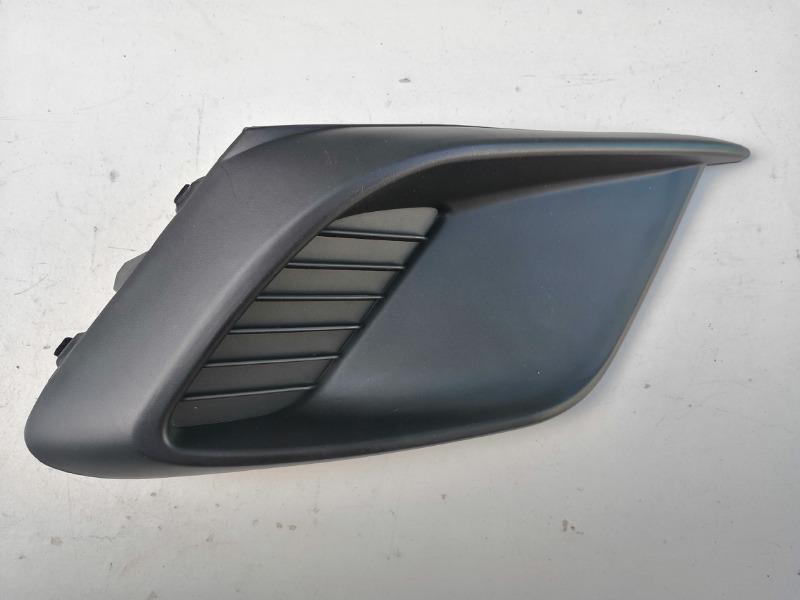 Заглушка противотуманной фары Mazda Mazda3 BM правая