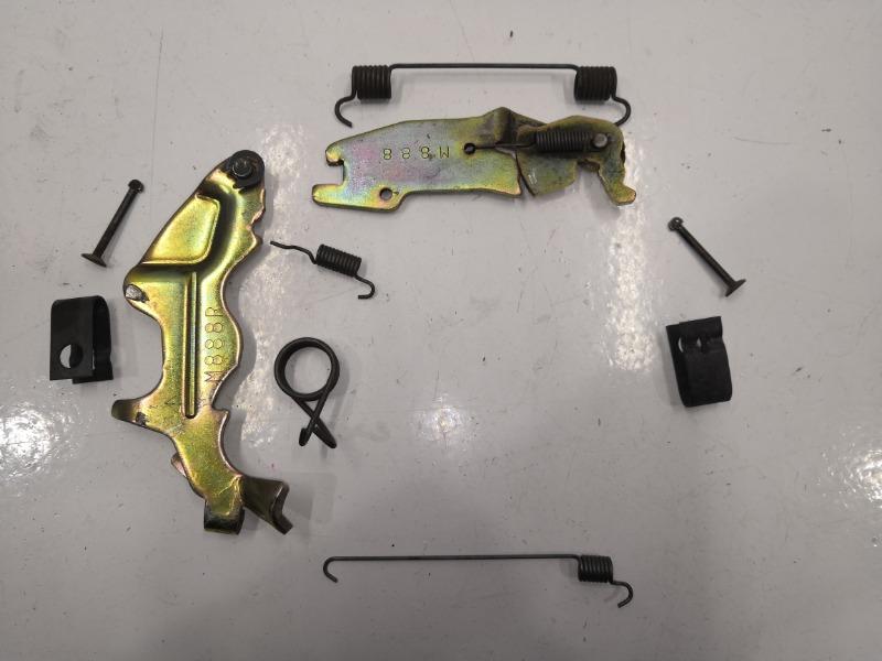 Механизм стояночного тормоза Mazda 323 BJ задний правый