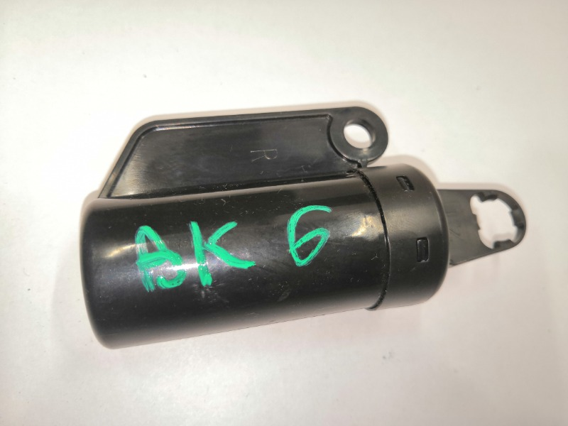 Амортизатор крышки бардачка Mazda Axela BK3P