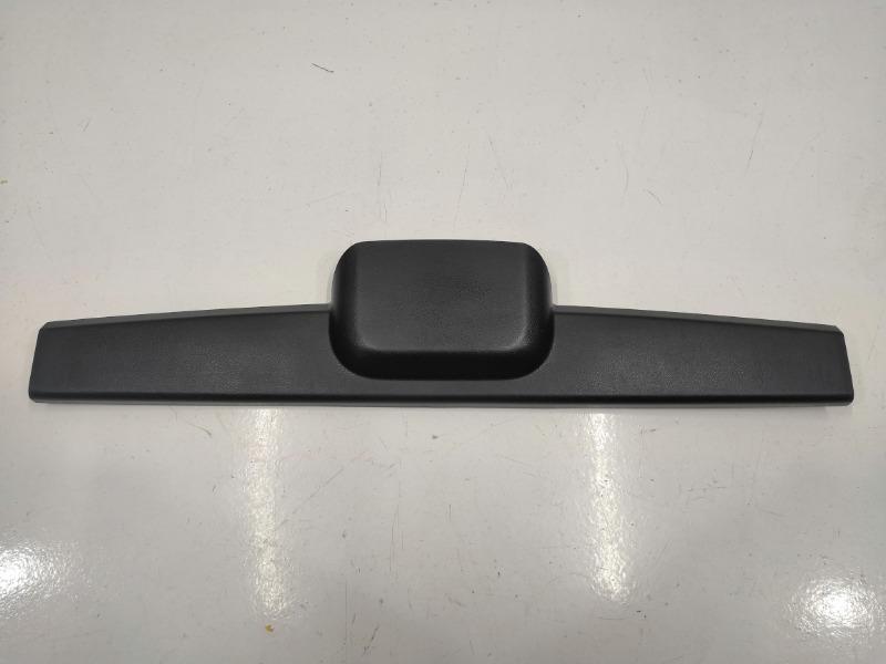 Накладка двери багажника Mazda Axela BK3P верхняя