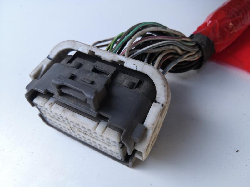 Разъем блока управления двигателем Mazda Axela BKEP LF