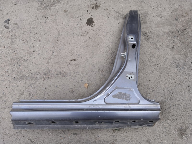 Центральная стойка кузова Mazda Axela BK3P левая