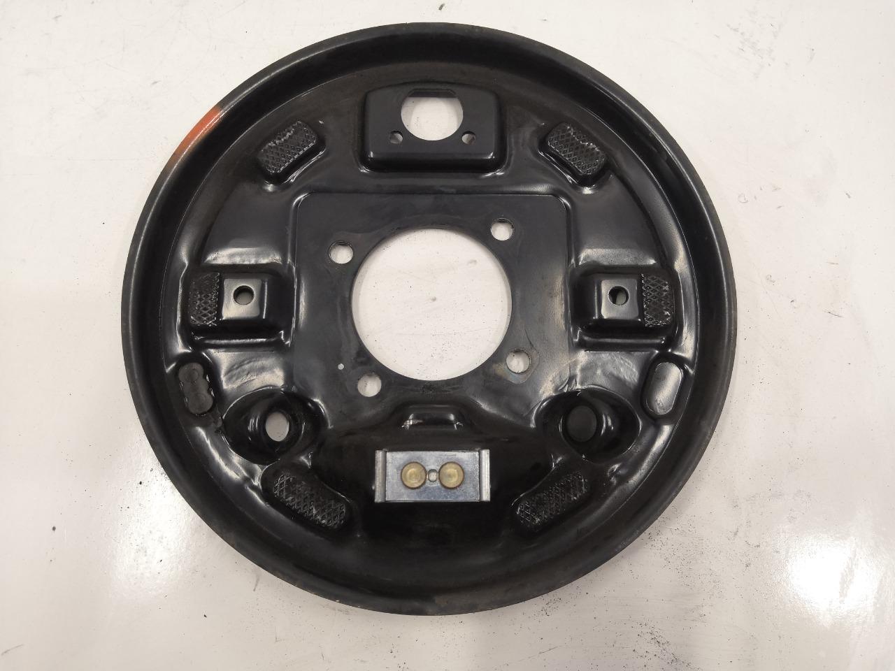 Задняя тормозная пластина Mazda Axela BK5P задняя левая