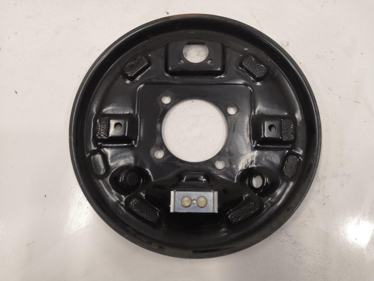 Задняя тормозная пластина Mazda Axela BK5P задняя правая