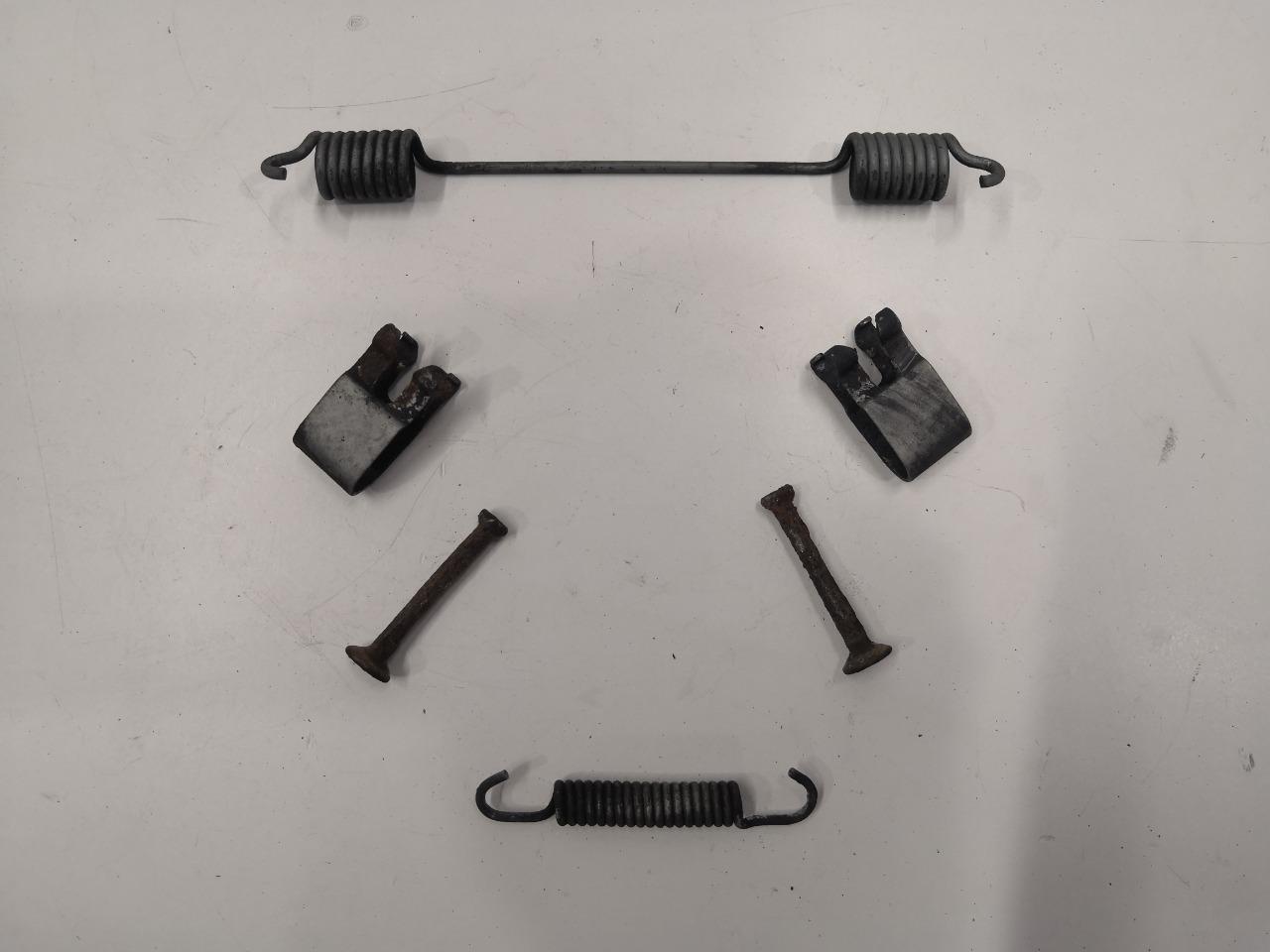 Комплект тормозной пружины Mazda Axela BK3P задний