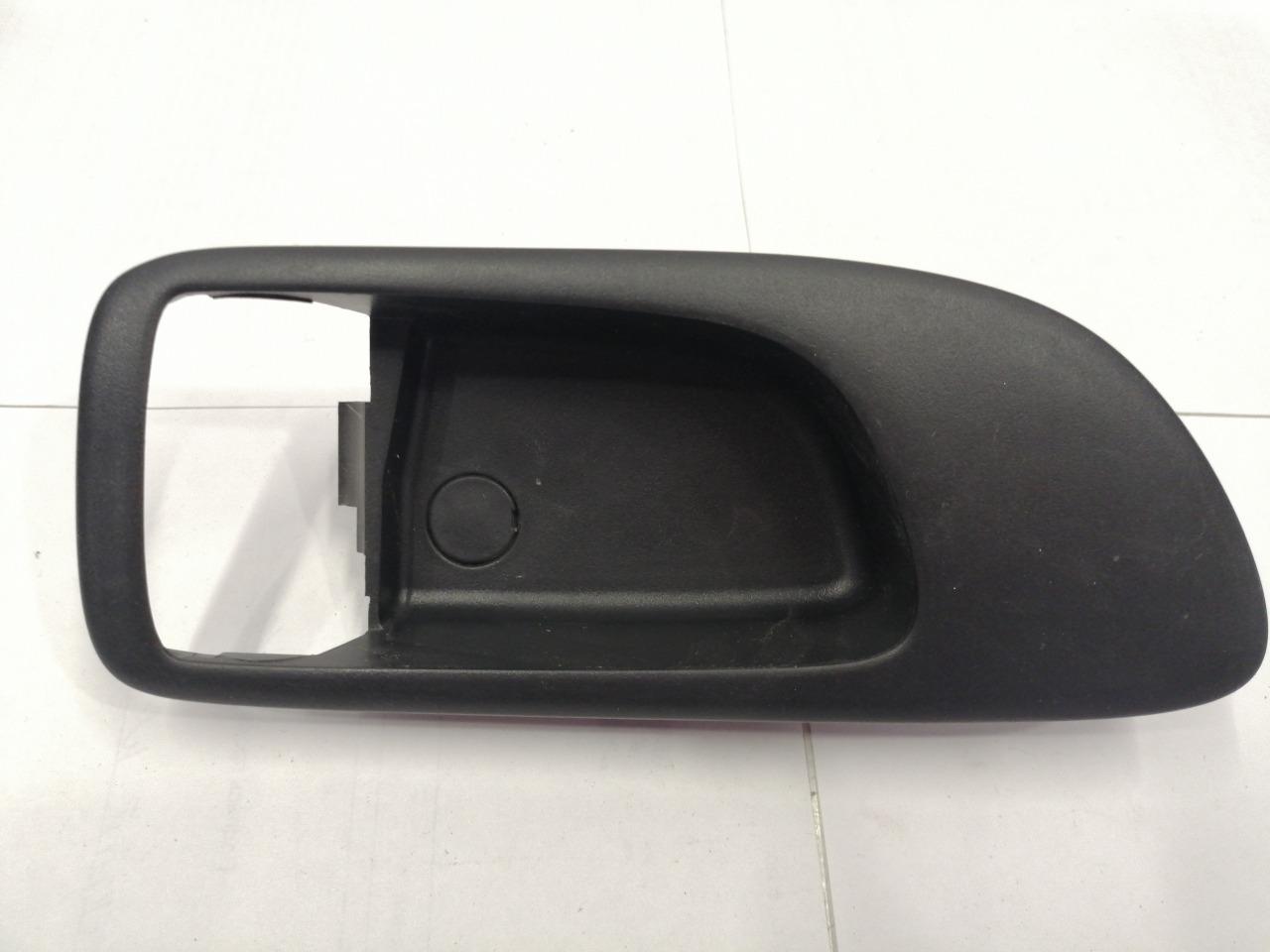 Накладка ручки внутренней Mazda Axela BK3P передняя правая
