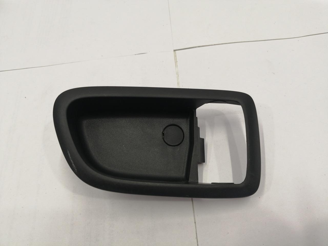 Накладка ручки внутренней Mazda Axela BK3P задняя правая