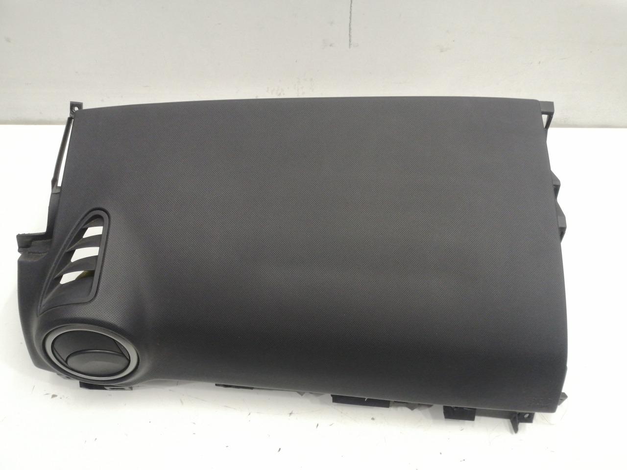 Подушка безопасности airbag пассажира Mazda Axela BK3P 2003 левая