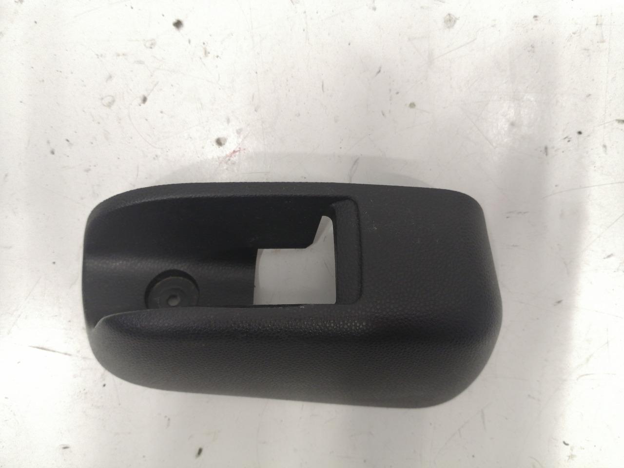 Накладка ручки открывания бензобака Mazda Axela BK3P 2003