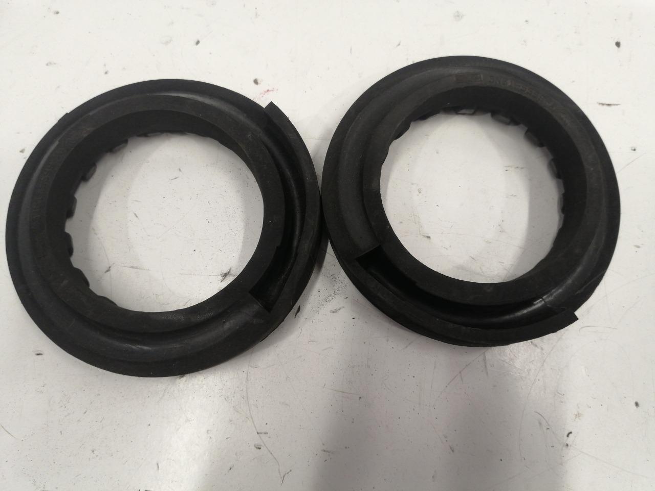 Прокладка пружины Mazda Axela BK3P задняя