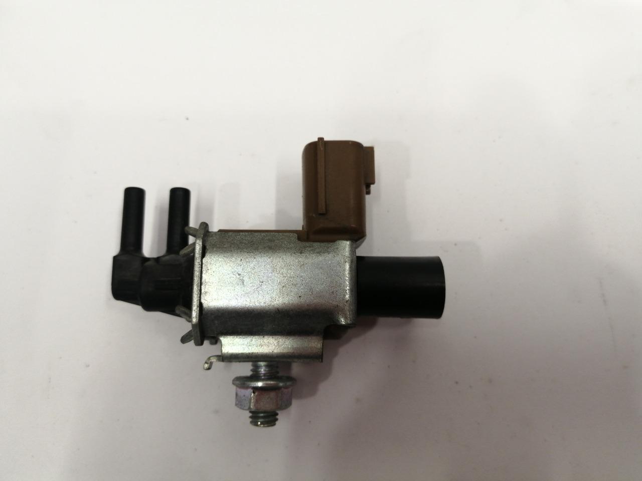 Клапан вакуумный впускного коллектора Mazda Atenza Sport GG3S LFVDS