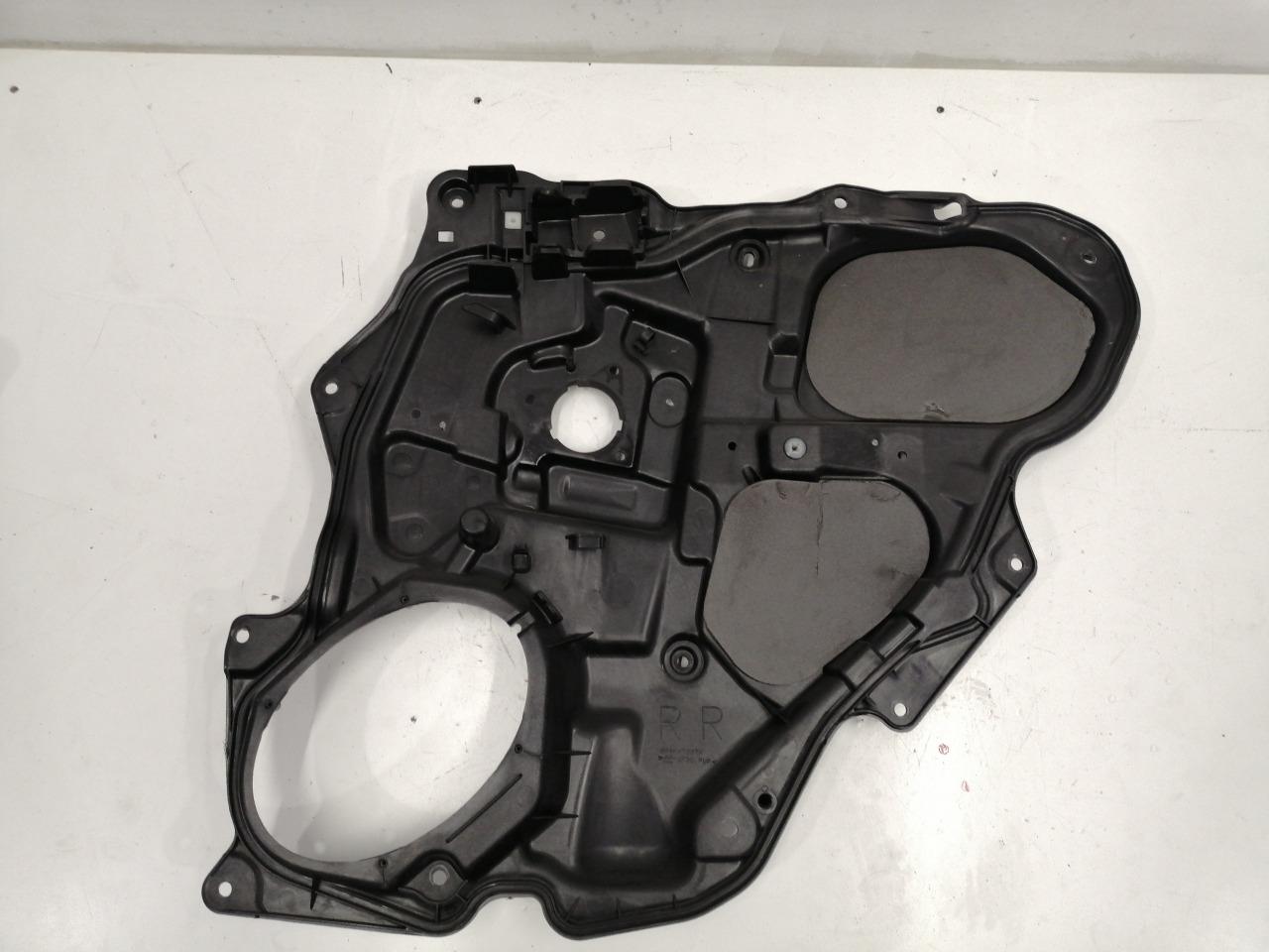 Обшивка внутренняя задней правой двери Mazda Axela BK3P 2003 задняя правая