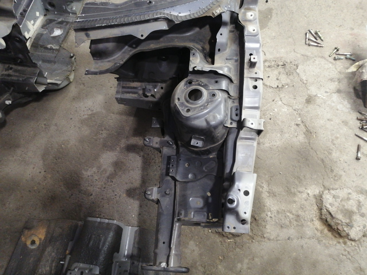Лонжерон Mazda Axela BK3P 2003 передний левый