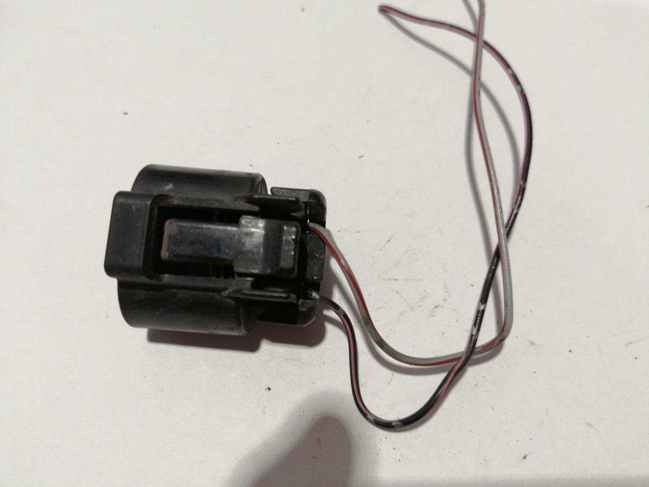 Разъем лампы дальнего света Mazda Axela CR 2003