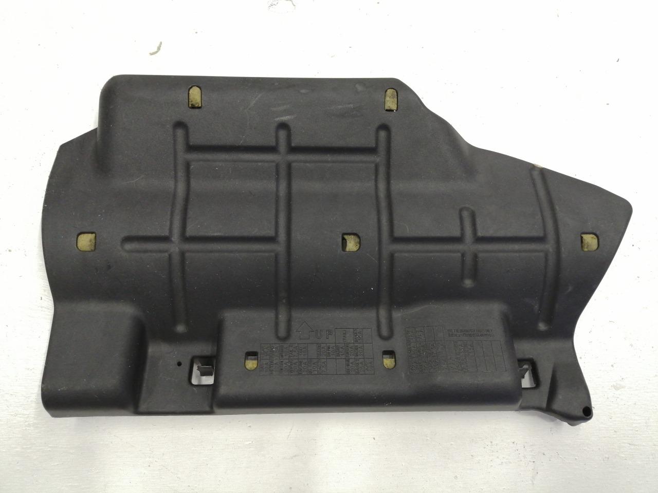Крышка блока предохранителей Mazda Axela BK3P 2003