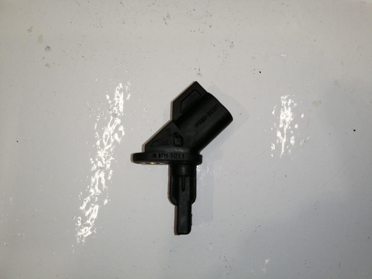 Датчик abs Mazda Axela CR передний