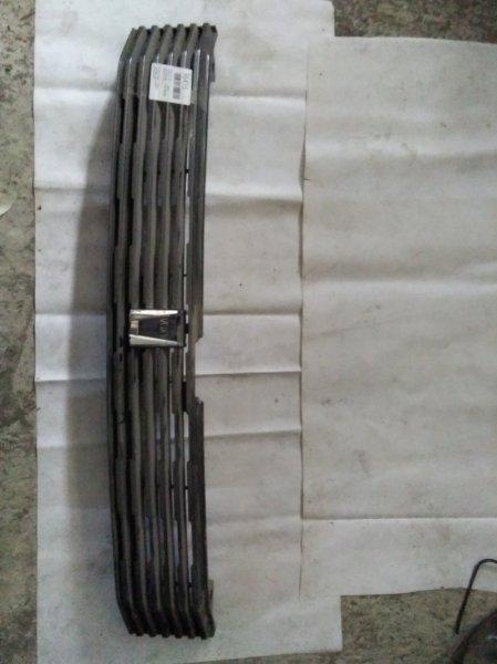 Решетка радиатора Toyota Voxy AZR60G 1AZ-FSE передняя