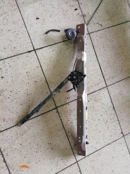 Рамка радиатора Toyota Passo KGC10 1KR-FE верхняя